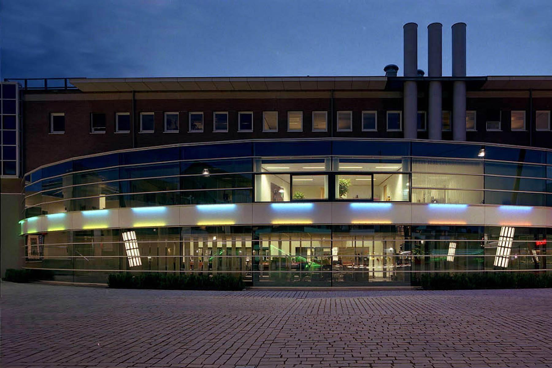 Licht in openbare ruimte - Gemeente Centrum Veldhoven / 2005