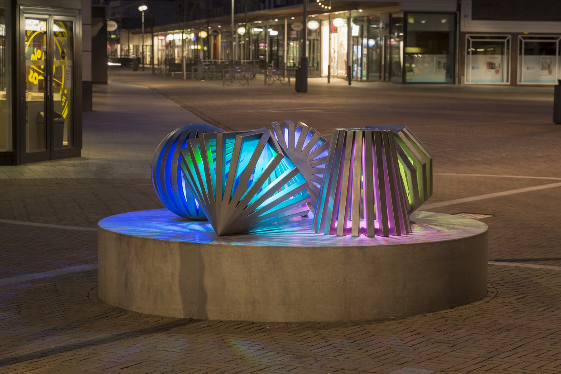 Emmeloord / Kettingplein - By light-artist Herman Kuijer